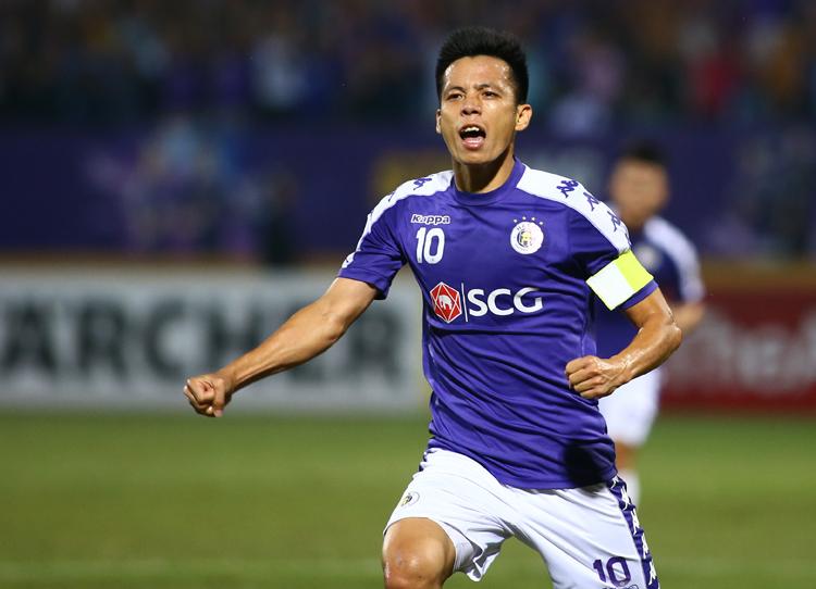Văn Quyết dính án treo giò khi đang có phong độ cao, liên tục ghi bàn và kiến tạo ở cả AFC Cup và V-League.