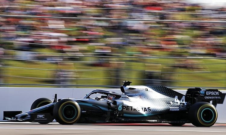 Xuất phát với lốp thường (màu vàng) giúp Mercedes có nhiều lựa chọn chiến thuật hơn trong cuộc đua. Ảnh: XPB.