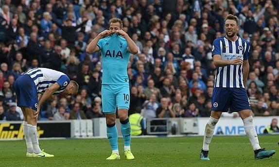 Kane tiếc nuối khi bỏ lỡ thời cơ ghi bàn vào cuối trận. Ảnh: EPA.