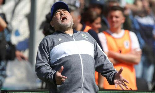 Maradona chưathể thay đổi vận mệnh Gimnasia. Ảnh: Reuters