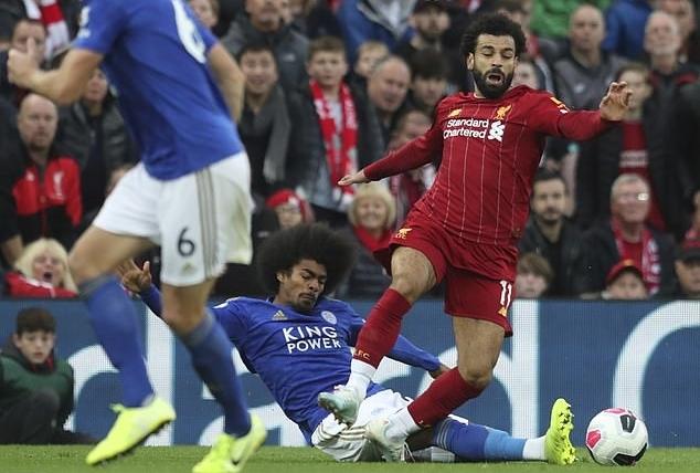 Pha xoạc bóng từ phía sau của Choudhury dành cho Salah. Ảnh: AP.