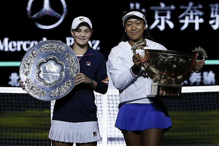 Osaka (phải) cùng Barty là hai tay vợt thường xuyên giữ vị trí số một thế giới trong năm 2019. Ảnh: AP.