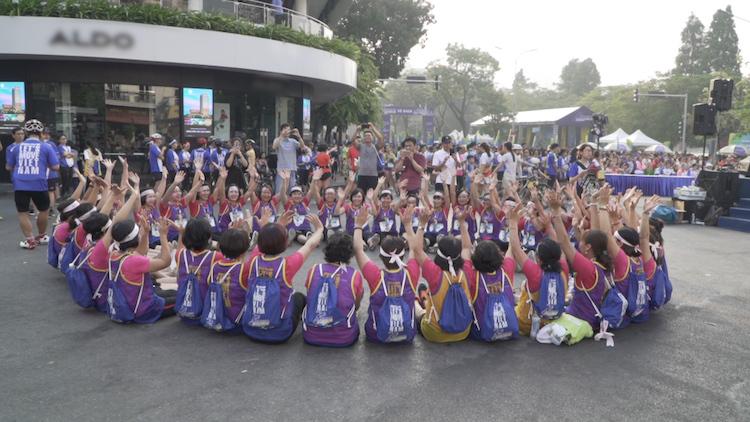 Các thành viên nhóm chạy Phụ nữ kiên cường.