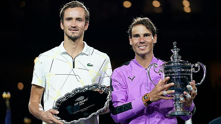 Medvedev (trái) thua Nadal ở Mỹ Mở rộng hồi tháng trước. Ảnh: AP.