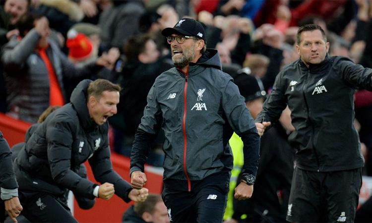 Klopp mừng bàn ấn định thắng lợi 2-1 ở phút bù giờ trận thắng Leicester City cuối tuần qua. Ảnh: REX.
