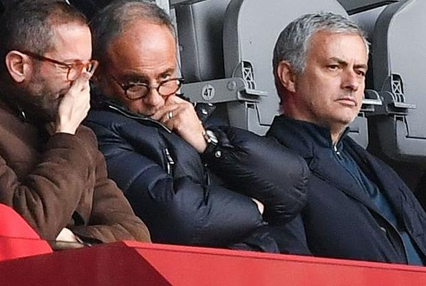Campos (giữa) trong một lần đi xem bóng đá cùng Mourinho (phải). Ảnh: Sky Sports.