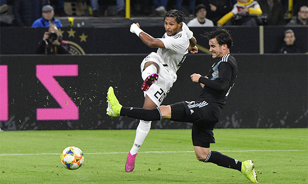 Gnarby (số 20) là nhân tố nổi bật của Đức trong trận giao hữu với Argentina hôm qua. Ảnh: AP.