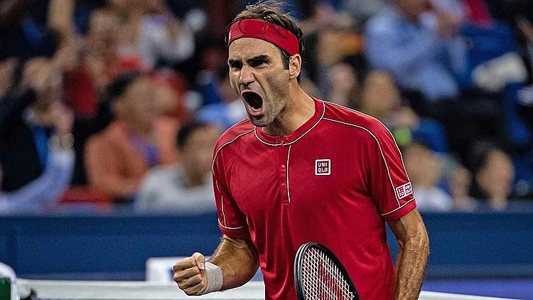 Federer mừng chiến thắng trong set hai. Ảnh: SM.