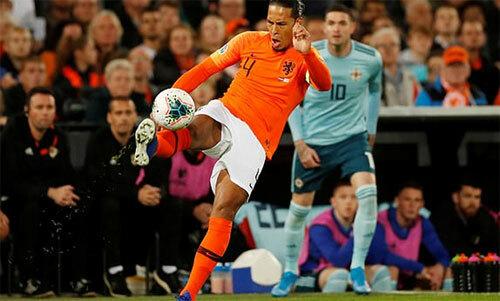 Van Dijk và đồng đội chơi không tốt trong khoảng thời gian đầu trận. Ảnh: Reuters