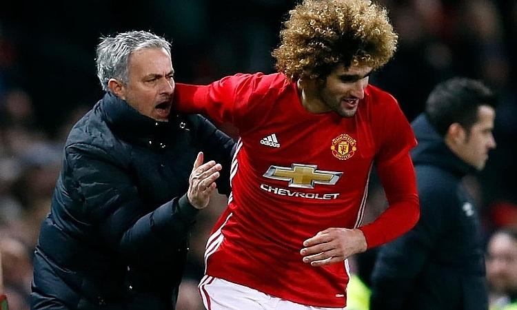 Fellaini cho rằng Man Utd nên kiên nhẫn hơn với Mourinho. Ảnh: Reuters.