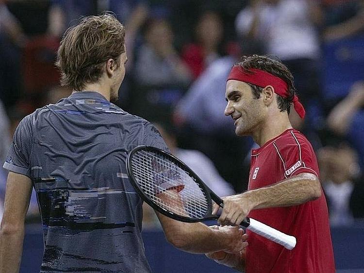 Federer (phải) thua bốn trong bảy lần đối đầu với Zverev. Ảnh: Tennis World.