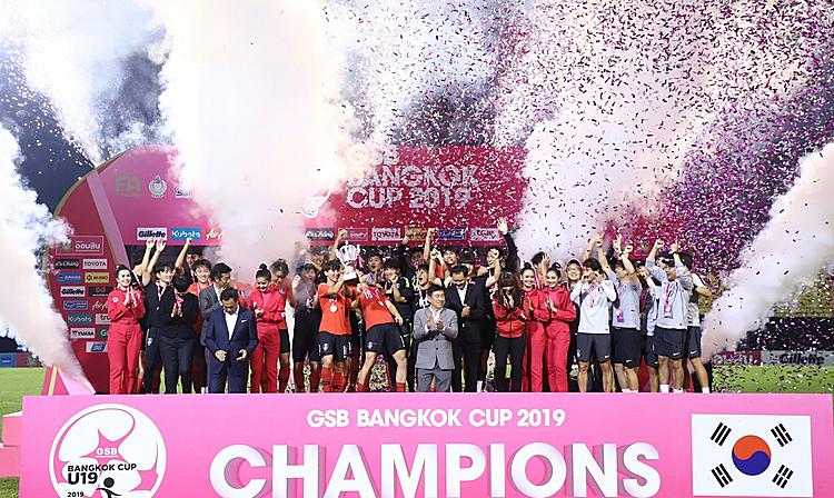 U19 Hàn Quốc nâng cao Cup vô địch. Ảnh:FAT.