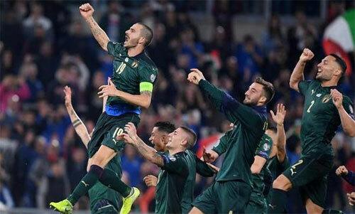 Italy sớm hoàn thành nhiệm vụ bằng bảy trận toàn thắng.