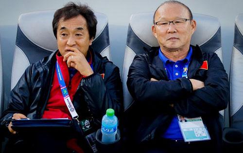 HLV Park Hang-seo và Lee Young-jin cho rằng vòng loại World Cup 2022 là quan trọng nhất.