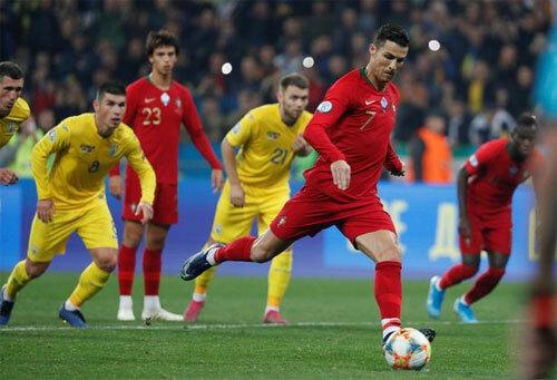 Ronaldo ghi bàn thứ 700.