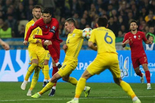 Một mình Ronaldo không thể gánh Bồ Đào Nha đi lên.
