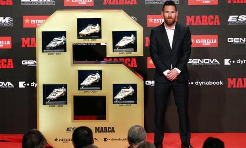 Messi nhận Giày vàng châu Âu thứ sáu hôm 16/10. Ảnh: Marca