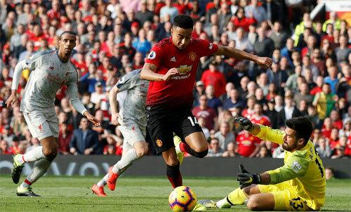 Man Utd đang muốn cản đường lên ngôi của Liverpool. Ảnh: Reuters