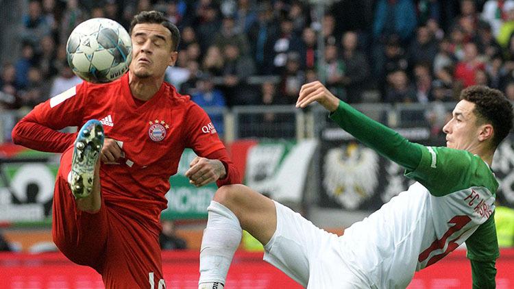 Coutinho (trái) đá chính nhưng không đóng góp nhiều vào lối chơi của Bayern. Ảnh: DPA.