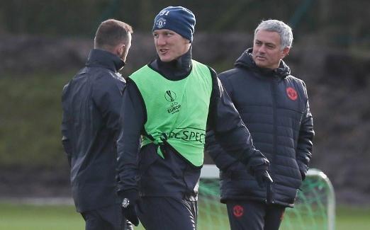 Mourinho từng đày ải Schweinsteiger trên ghế dự bị một thời gian dài, nhưng sau cùng phải nhận sai lầm vì đối xử không công bằng với anh. Ảnh: BPI.