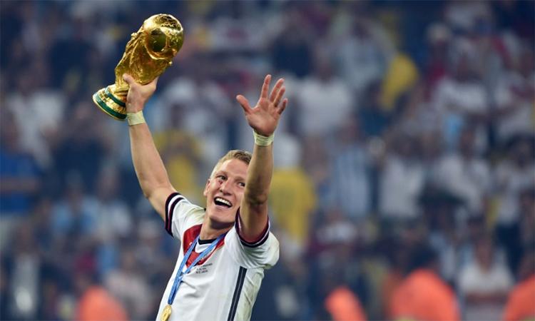 Chức vô địch World Cup 2014 ghi dấu thành tựu rực rỡ nhất trong sự nghiệp Schweinsteiger. Ảnh: AFP.