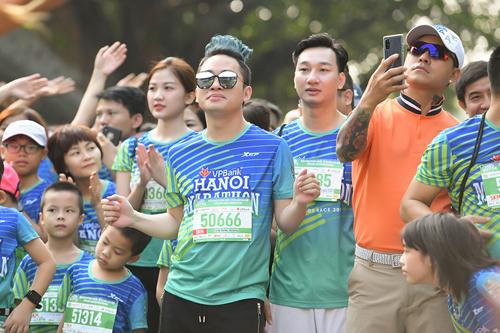 Tự Long - Tuấn Hưng - Thành Trung hào hứng tham gia giải chạy VPBank Hanoi Marathon 2019, do VPBank tổ chức sáng 20/10.