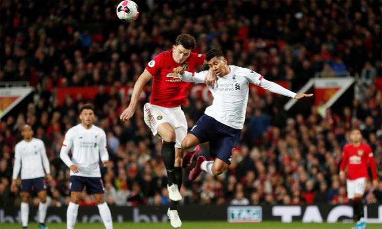 Maguire chơi tốt trong trận hòa Liverpool 1-1, nhưng vẫn bị nghi ngờ về năng lực khi so sánh với mức phí chuyển nhượng. Ảnh: Reuters.
