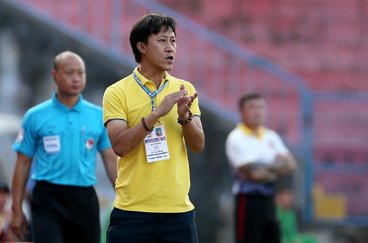 HLV Nguyễn Thành Công giúp Sài Gòn không có ngôi sao nhưng vẫn thi đấu khó chịu. Ảnh: Trung Kính