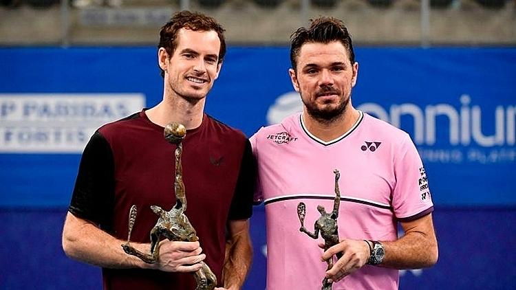 Murray (trái) vô địch giải đơn đầu tiên sau 26 tháng. Ảnh: Sky.