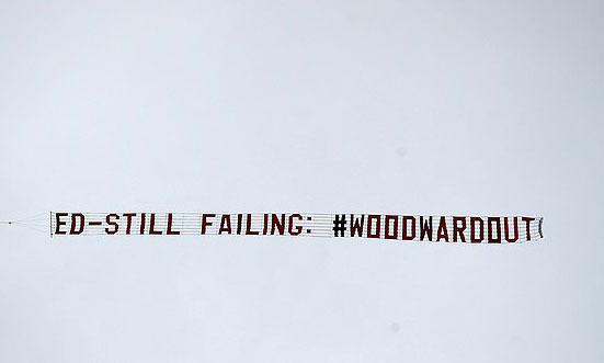 CĐV Man Utd đòi sa thải Woodward sau chuỗi trận nghèo nàn đầu mùa 2019-2020. Ảnh: PA.