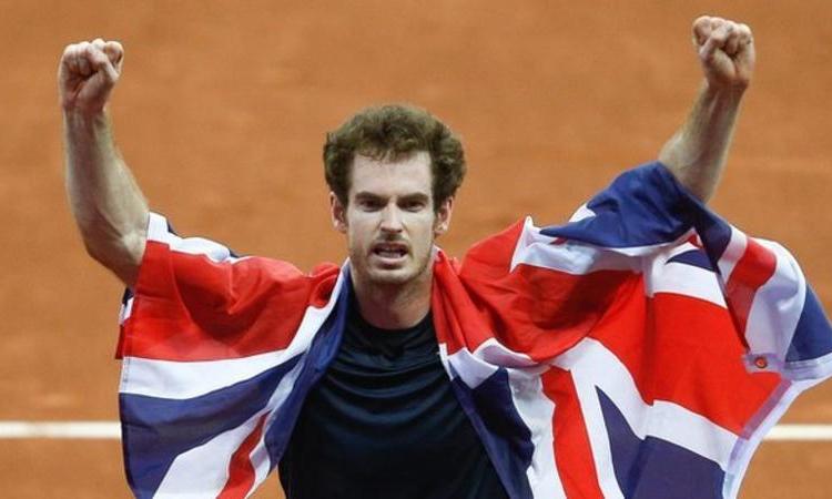 Murray mừng chức vô địch Davis Cup cùng tuyển Anh năm 2015. Ảnh: EPA.