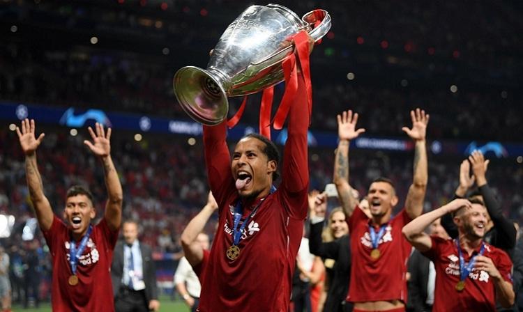 Van Dijk là một trong bảy cầu thủ Liverpool có tên trong danh sách đề cử Quả Bóng Vàng. Ảnh: Reuters.