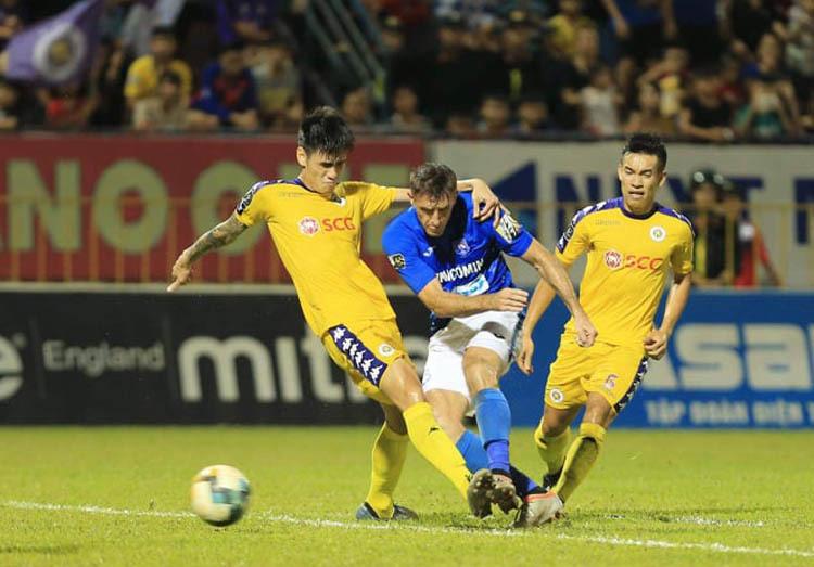 Quảng Ninh có trận đấu trên chân Hà Nội, thắng đậm 4-2 để đoạt HC đồng.