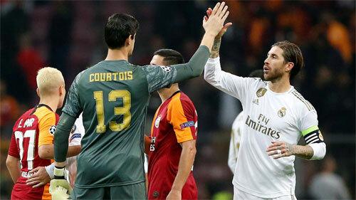 Courtois chơi xuất sắc kéo Real khỏi khủng hoảng. Ảnh: Reuters