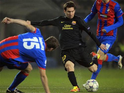Messi tỏa sáng trong trận đấu tám năm trước. Ảnh: Reuters
