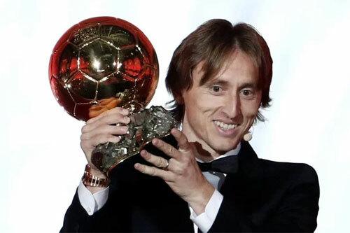 Modric rời đỉnh cao chỉ sau một năm đăng quang.