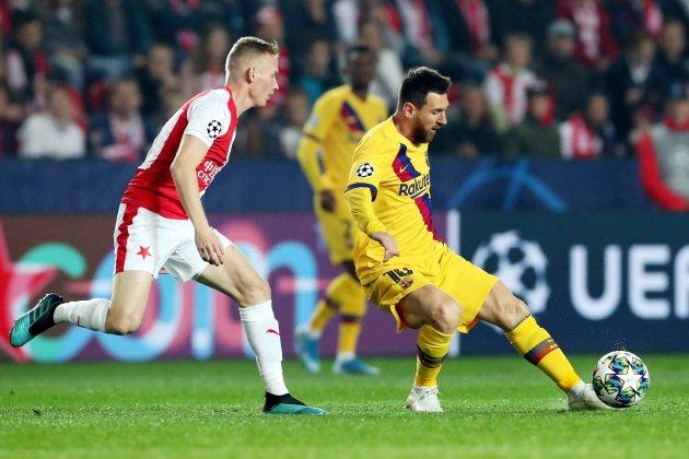 Messi là điểm sáng nhất trong lối chơi của Barca trên sân Slavia Prague hôm 23/10. Ảnh: EFE.