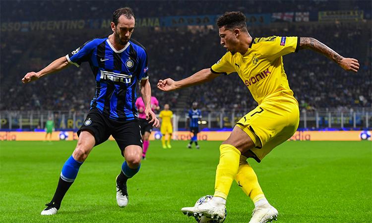 Vắng hai mũi Reus và Alacer trong chiếc đinh ba quen thuộc, Sancho không thể làm nên mùa xuân cho Dortmund. Ảnh: Mediaset.