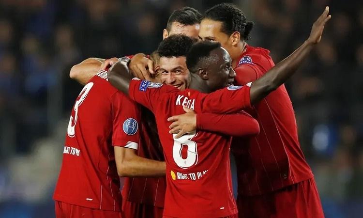 Oxlade-Chamberlain ghi hai bàn, trong đó có một tuyệt phẩm để giúp Liverpool thắng đậm. Ảnh: Reuters.