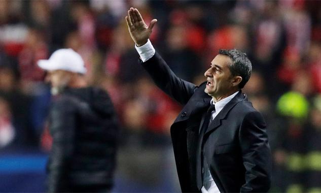 Valverde nhiều lần thể hiện sự không hài lòng với cách chơi của đội nhà hôm 23/10. Ảnh: Reuters.