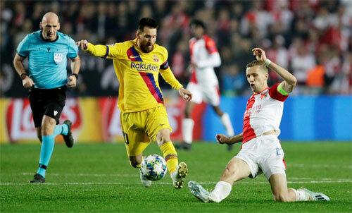 Barca thắng Slavia nhờ bàn phản lưới