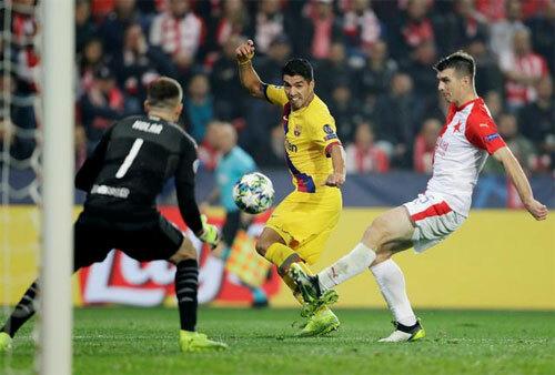 Suarez bỏ lỡ không ít cơ hội tốt.