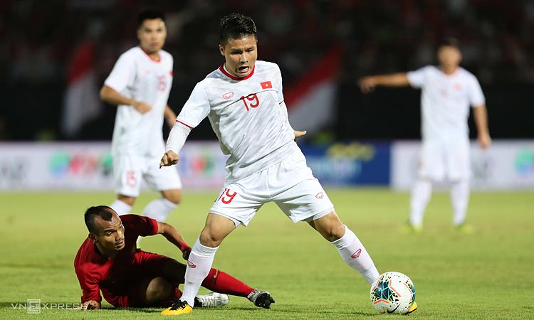 Việt Nam (áo trắng) thắng cả hai trận trong tháng 10/2019. Ảnh: Đức Đồng.