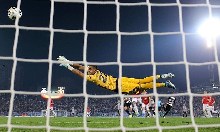 Thủ môn Romero vẫn chưa thủng lưới ở Europa League mùa này. Ảnh: AP.