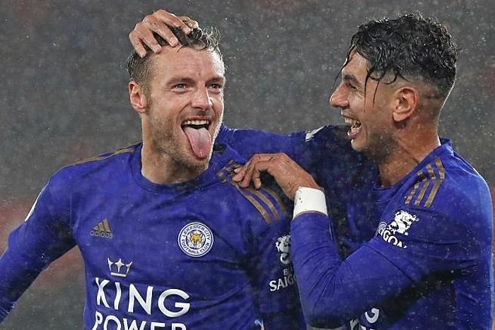 Vardy (trái) và Perez cùng nhau lập hattrick cho Leicester hôm qua. Ảnh: AP.
