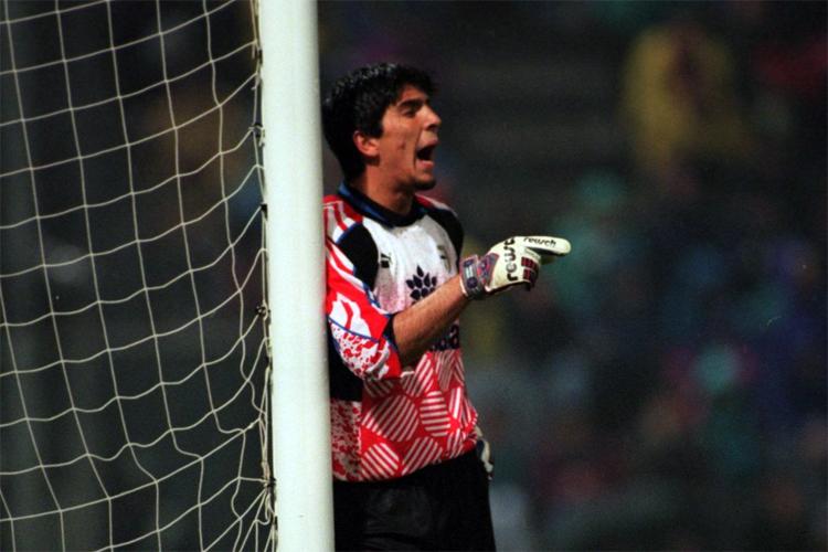 Buffon ăn tập cùng đội trẻ Barca từ năm 13 tuổi,