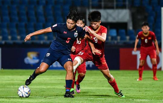 Hàng thủ Việt Nam chơi kín kẽ khiến Thái Lan không thể một lần chọc thủng lưới. Ảnh: AFC.