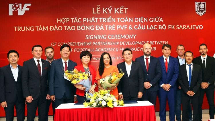 CLBSarajevo cam kết sẽ đưa các cầu thủ Việt Nam tài năng sang thi đấu tại giải VĐQGBosnia & Herzegovina. Ảnh: Quang Minh
