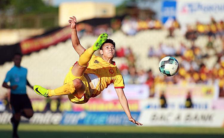 Thanh Hoá đã trải qua mùa giải khó khăn và phải chờ đến trận play-off mới giữ được vé tham dự V-League năm sau. Ảnh: Lâm Thoả.