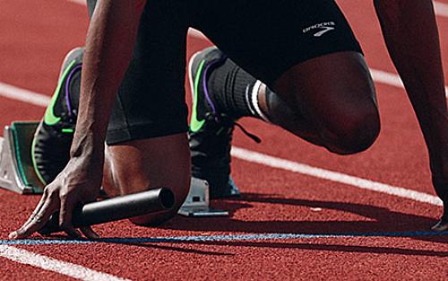 Cân đối sức lúc bắt đầu và trong khi chạy giúp vận động viêntránh hụt hơi suốt chặng thi đấu. Ảnh: Unsplash.